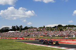 Max Verstappen, Red Bull Racing RB14, leads Pierre Gasly, Toro Rosso STR13, and Carlos Sainz Jr., Renault Sport F1 Team R.S. 18