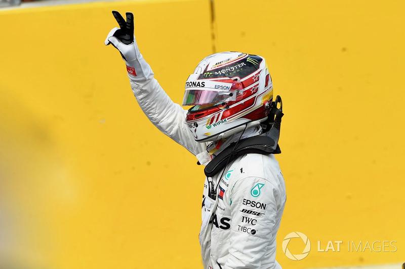 Lewis Hamilton, Mercedes AMG F1 W09, celebra su pole position en el GP de Francia 2018