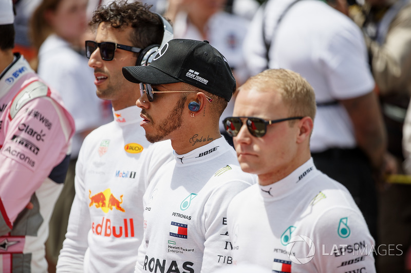 Daniel Ricciardo, Red Bull Racing, Lewis Hamilton, Mercedes AMG F1, and Valtteri Bottas, Mercedes AM