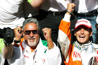 Dr. Vijay Mallya, Force India F1 Team Owner celebrates second position for Giancarlo Fisichella, Force India F1 with the team