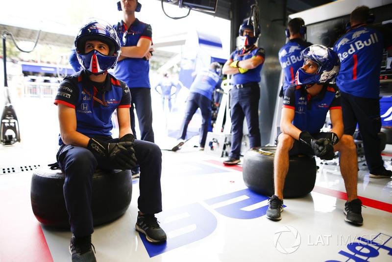 Toro Rosso pit crew in the garage