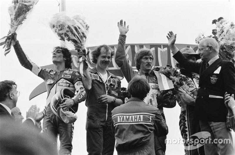 Racewinnaar Jack Middelburg, tweede plaats Graziano Rossi, derde plaats Franco Uncini