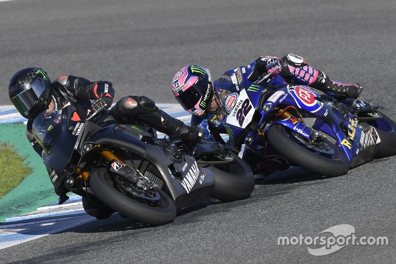 Lewis Hamilton op de Yamaha Superbike met Alex Lowes
