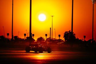 Sonnenuntergang am Yas Marina Circuit in Abu Dhabi