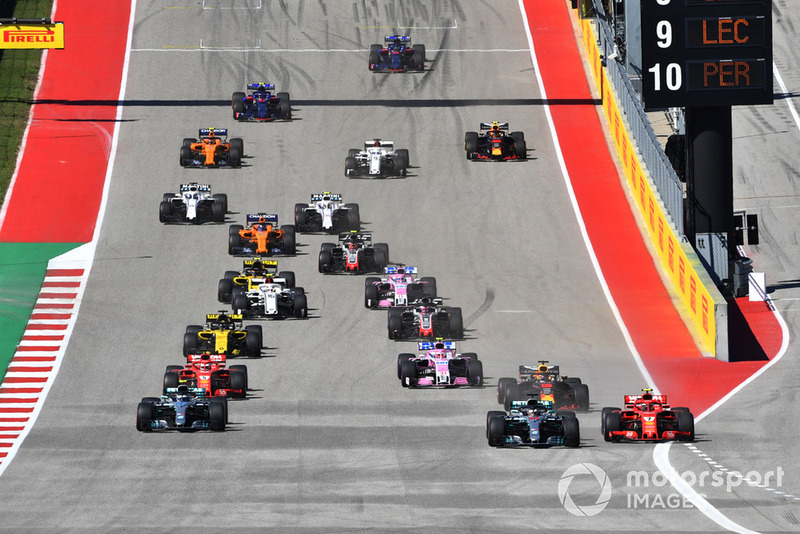 Kimi Raikkonen, Ferrari SF71H y Lewis Hamilton, Mercedes-AMG F1 W09 EQ Power+ battle
