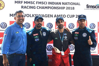 Race winner Dhruv Behl, second place Pratik Sonawane, third place Saurav Bandyopadhyay with Sirish Vissa, Head of Volkswagen Motorsport India
