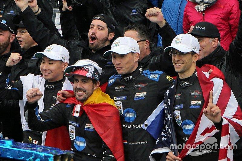 1. #10 Konica Minolta Cadillac DPi-V.R.: Renger Van Der Zande, Jordan Taylor, Fernando Alonso, Kamui Kobayashi