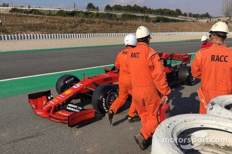 Sebastian Vettel, Ferrari SF90, dopo lo stop a bordo pista