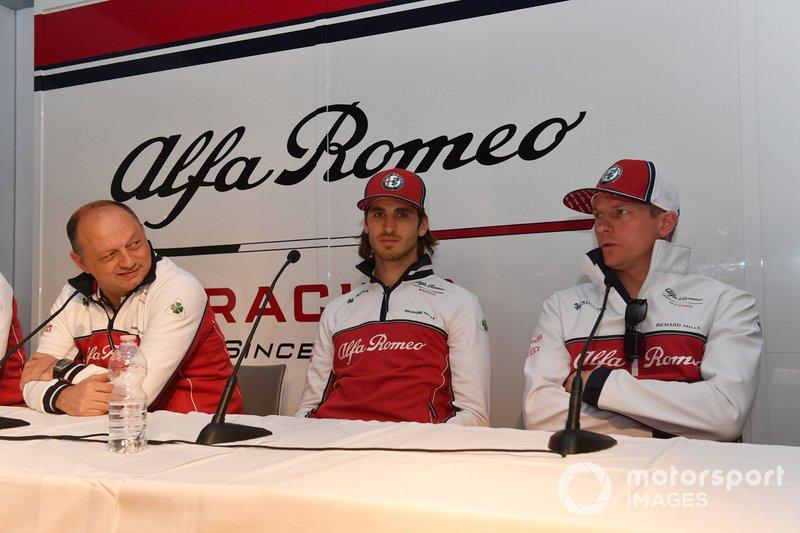 Frederic Vasseur, Alfa Romeo Racing, Takım Patronu, Antonio Giovinazzi, Alfa Romeo Racing ve Kimi Raikkonen, Alfa Romeo Racing basın toplantısında