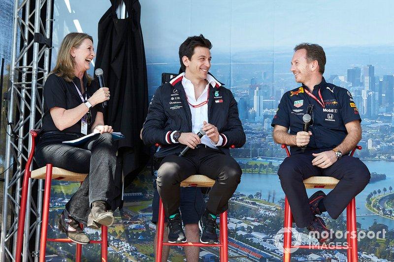 Toto Wolff, Direttore esecutivo (Business), Mercedes AMG, e Christian Horner, Team Principal, Red Bull Racing, sul palco