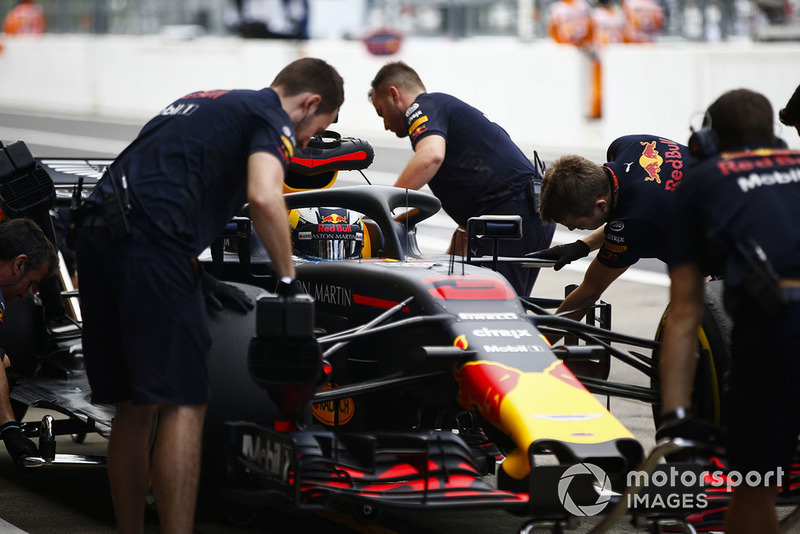 Даніель Ріккардо, Red Bull Racing RB14, в боксах