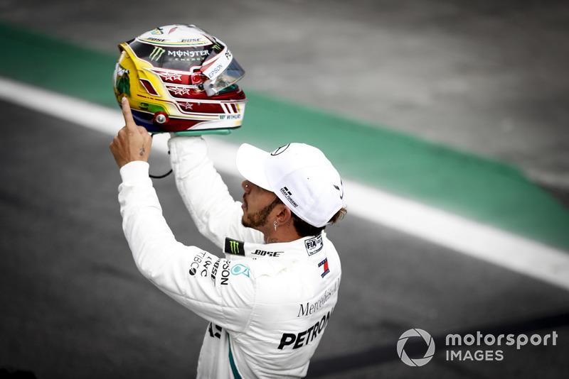 Lewis Hamilton montre son hommage à Ayrton Senna sur son casque