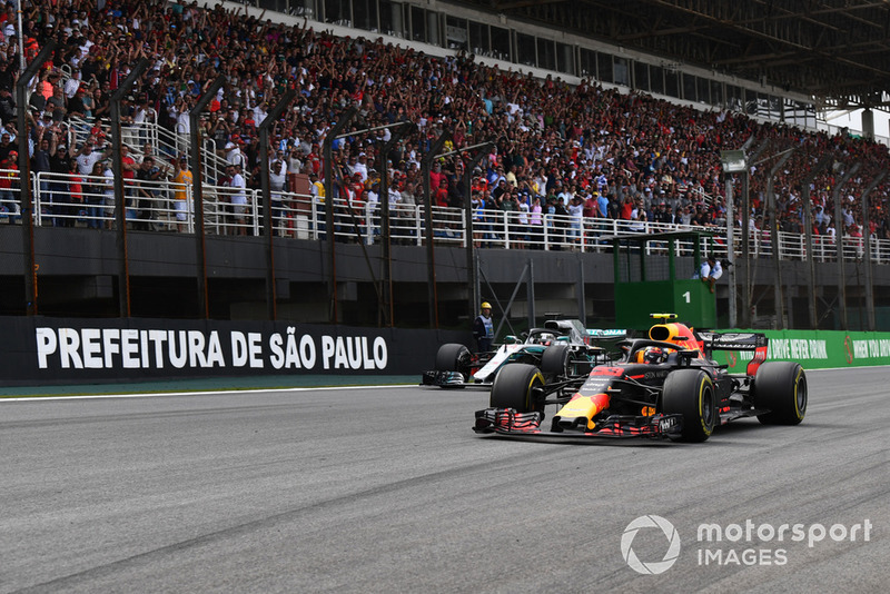 Max Verstappen, Red Bull Racing RB14 ve Lewis Hamilton, Mercedes-AMG F1 W09