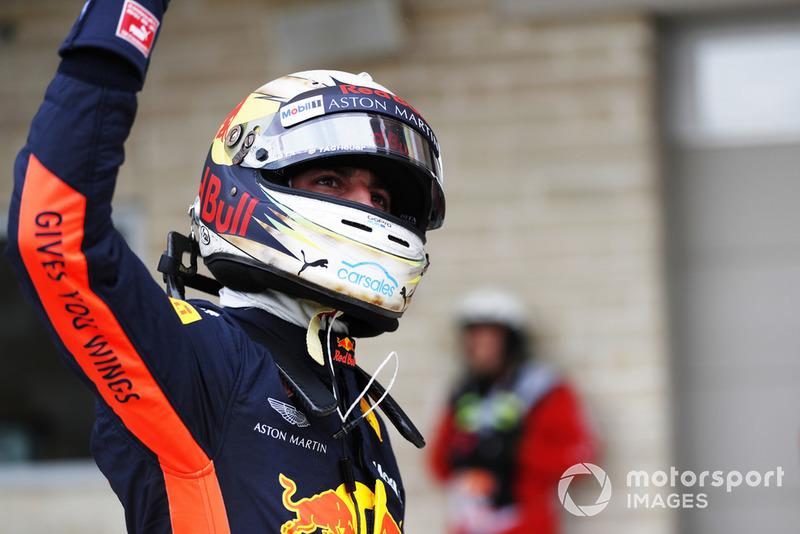 Daniel Ricciardo, Red Bull Racing, saluta i tifosi
