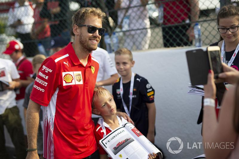 Sebastian Vettel, Ferrari fans selfie