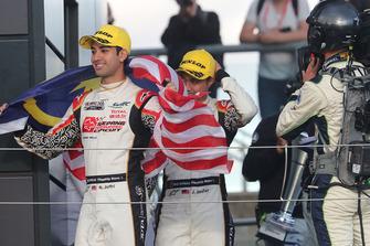 Podio LMP2: segundo #37 Jackie Chan DC Racing Oreca 07 Gibson: Jazeman Jaafar, Weiron Tan, Nabil Jeffri