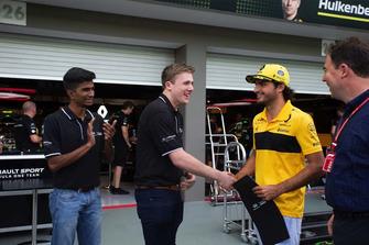 Partecipanti alla Infiniti Engineering Academy con James Allen e Carlos Sainz Jr., Renault Sport F1 Team
