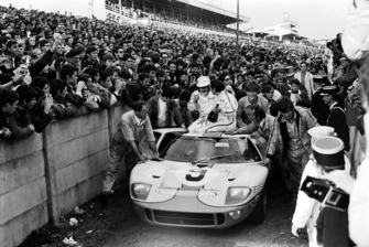 1. #9 Ford GT40: Pedro Rodriguez, Lucien Bianchi