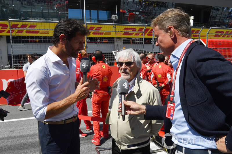 Bernie Ecclestone, parla con David Coulthard, Channel 4 F1 e Mark Webber, in griglia
