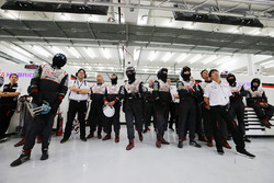 Kamui Kobayashi, Toyota Gazoo Racing y miembros del Toyota Gazoo Racing team