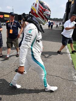 Lewis Hamilton, Mercedes-AMG F1 revient en marchant après être tombé en panne
