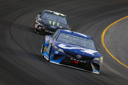 Martin Truex Jr., Furniture Row Racing, Toyota Camry Auto-Owners Insurance and Kurt Busch, Stewart-Haas Racing, Ford Fusion Monster Energy / Haas Automation