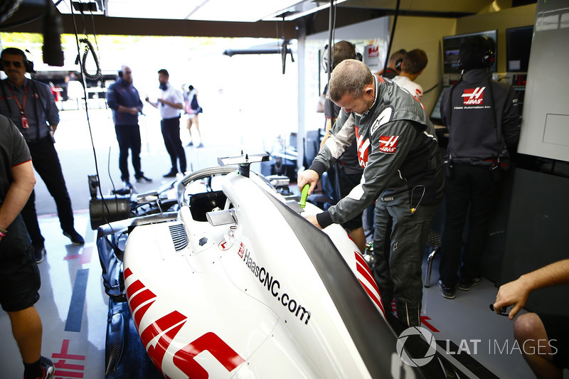 Engineers at work in the Haas F1 garage