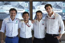 Toto Wolff, Mercedes AMG F1 Director of Motorsport with Petronas engineers