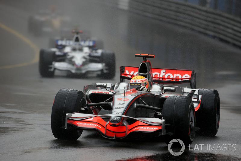 Mas a prova mais movimentada de Mônaco na década veio em 2008. Com chuva, a prova teve acidentes, ultrapassagens, reviravoltas e alternância na luta pelas primeiras posições. Hamilton sobreviveu à disputa e venceu, com Kubica e Massa completando o pódio.