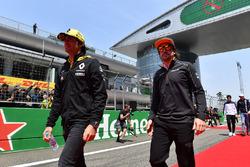 Carlos Sainz Jr., Renault Sport F1 Team en Fernando Alonso, McLaren tijdens de rijdersparade