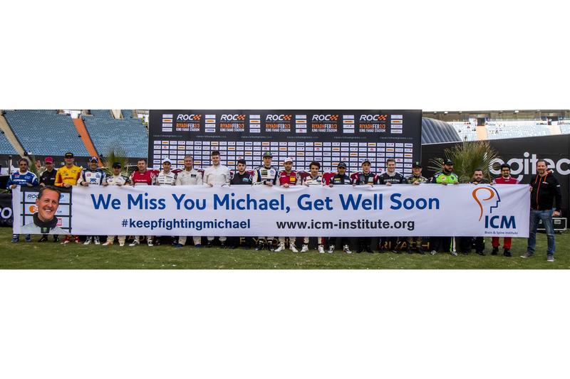Los conductores con un tributo a Michael Schumacher