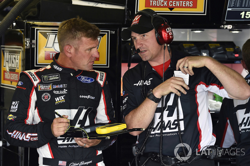 Clint Bowyer, Stewart-Haas Racing, Haas 30 Years of the VF1 y Mike Bugarewicz