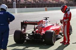 Kimi Raikkonen, Ferrari SF16-H stopt aan het einde van de pitlane