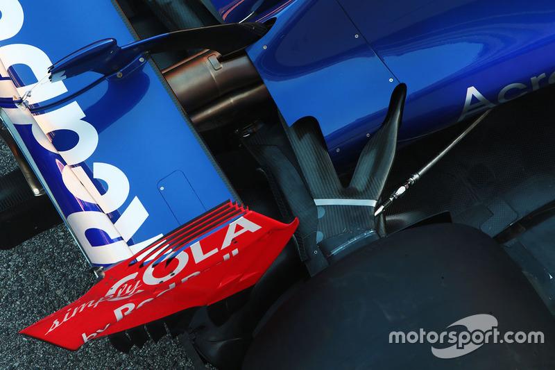 Scuderia Toro Rosso STR12 rear suspension detail