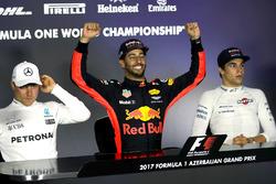 Conferencia de prensa: ganador de la carrera Daniel Ricciardo, Red Bull Racing, tercer lugar Lance Stroll, Williams y segundo lugar Valtteri Bottas, Mercedes AMG F1