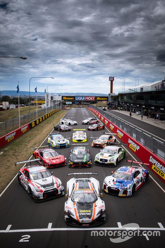 Foto de grupo de los coches de las 12 horas de Bathurst