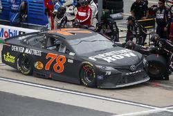 Martin Truex Jr., Furniture Row Racing Toyota, pit stop