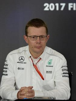 Andy Cowell, directeur général Mercedes AMG High Performance Powertrains en conférence de presse