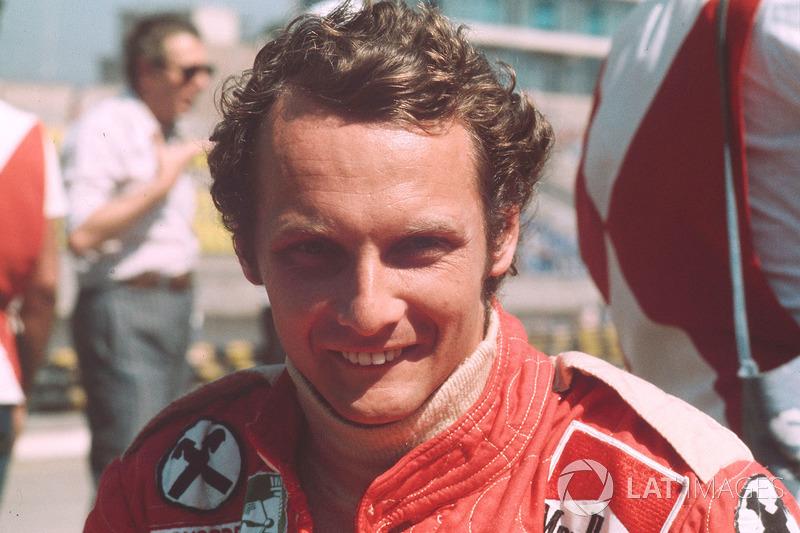 10 – Niki Lauda (pole em 14 pistas diferentes)