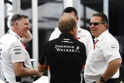 Исполнительный директор McLaren Technology Group Зак Браун и заместитель руководителя Sahara Force India F1 Роберт Фернли