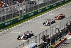 Серхио Перес и Эстебан Окон, Sahara Force India VJM10, Себастьян Феттель, Ferrari SF70H