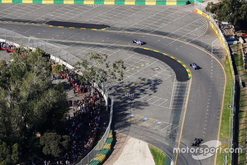 Marcus Ericsson, Sauber C36, Antonio Giovinazzi, Sauber C36, Kevin Magnussen, Haas F1 Team VF-17