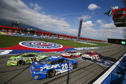 Restart with Kyle Larson, Chip Ganassi Racing Chevrolet leading