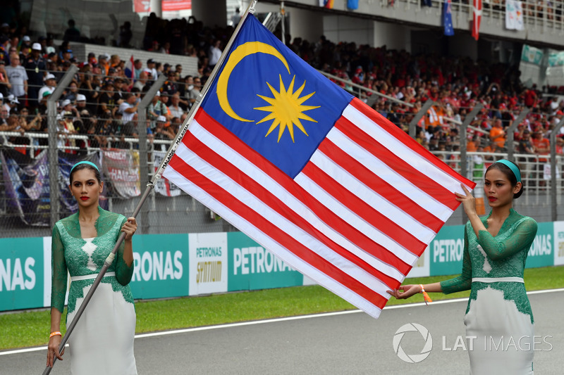 Grid girls, the Flag of Malaysia