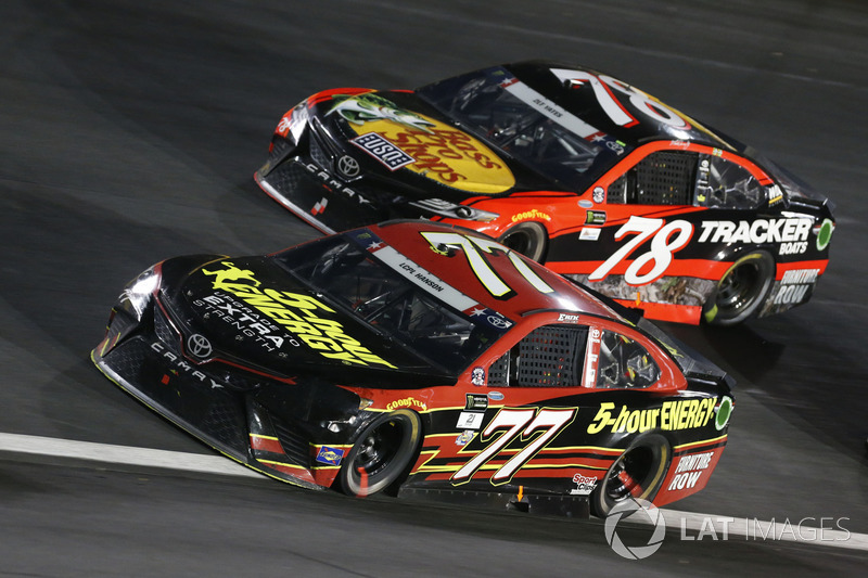 Erik Jones, Furniture Row Racing, Toyota; Martin Truex Jr., Furniture Row Racing, Toyota