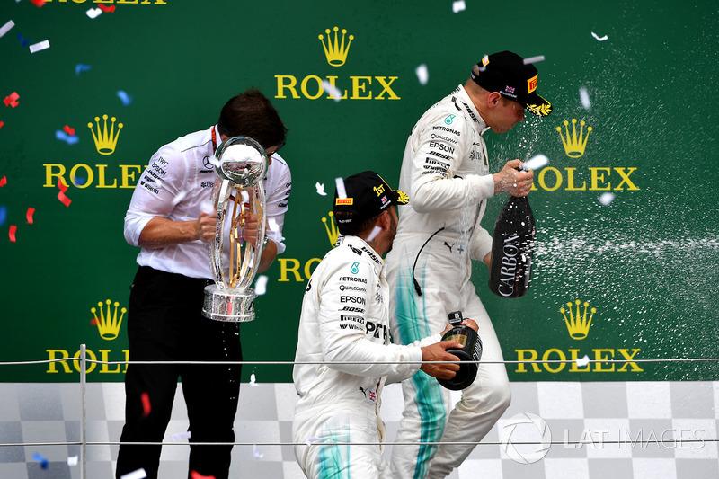 1. Lewis Hamilton, Mercedes AMG F1; 2. Valtteri Bottas, Mercedes AMG F1, mit Peter Bonnington, Merce