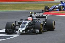 Kevin Magnussen, Haas F1 Team VF-17, Marcus Ericsson, Sauber C36