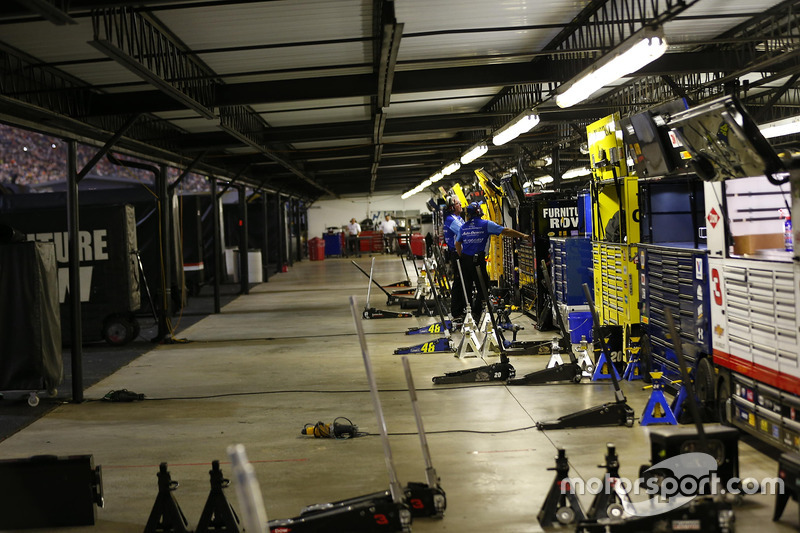 Garage atmosphere