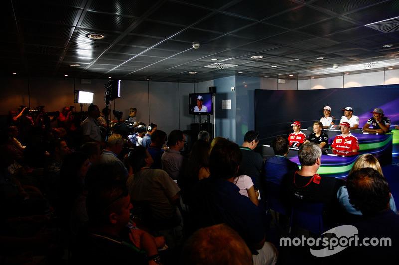 FIA Basın Toplantısı: Esteban Gutierrez, Haas F1 Team; Jenson Button, McLaren; Carlos Sainz Jr., Scuderia Toro Rosso; Sebastian Vettel, Ferrari; Kevin Magnussen, Renault Sport F1 Team; Kimi Raikkonen, Ferrari