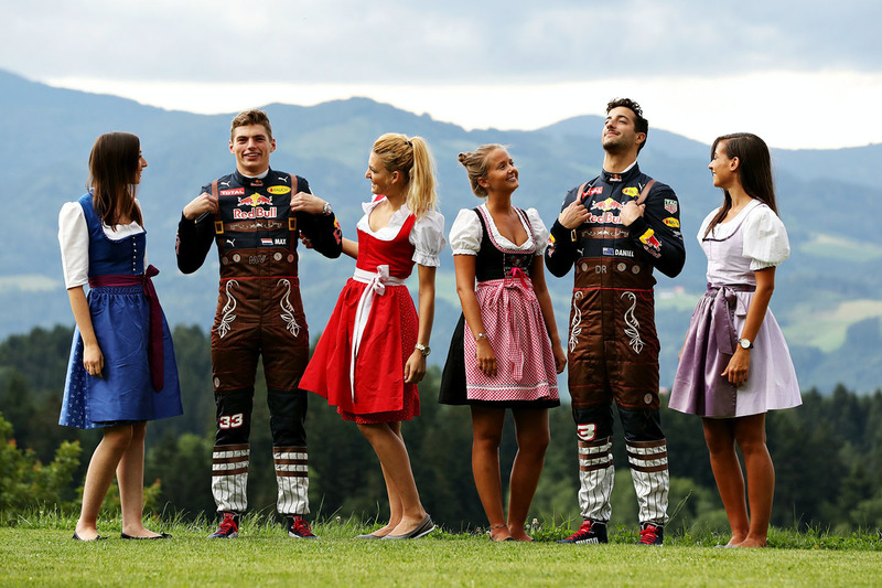 7. Daniel Ricciardo, Red Bull Racing, Max Verstappen, Red Bull Racing con las chicas Formula Una